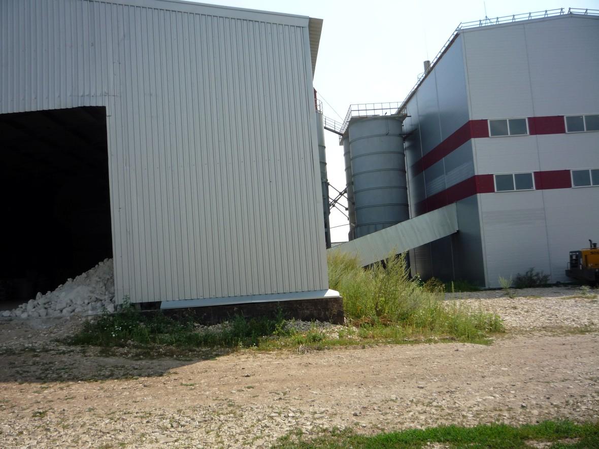 подача камня со склада на переработку
