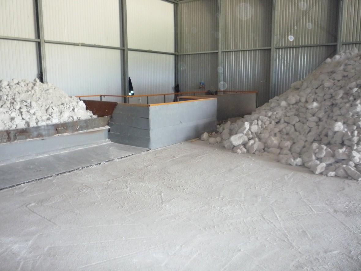 Загрузка камня на складе сырья